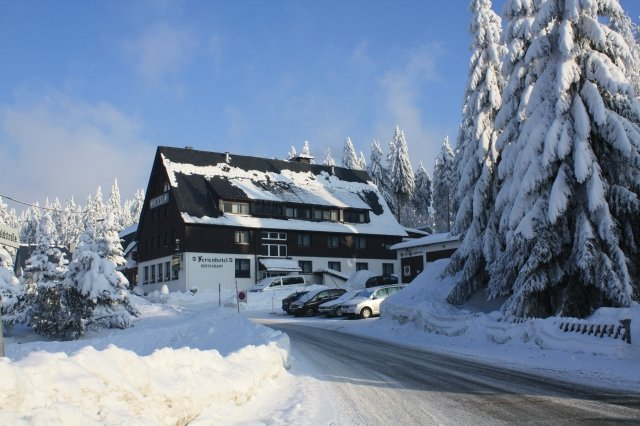 Ferienhotel im Winter